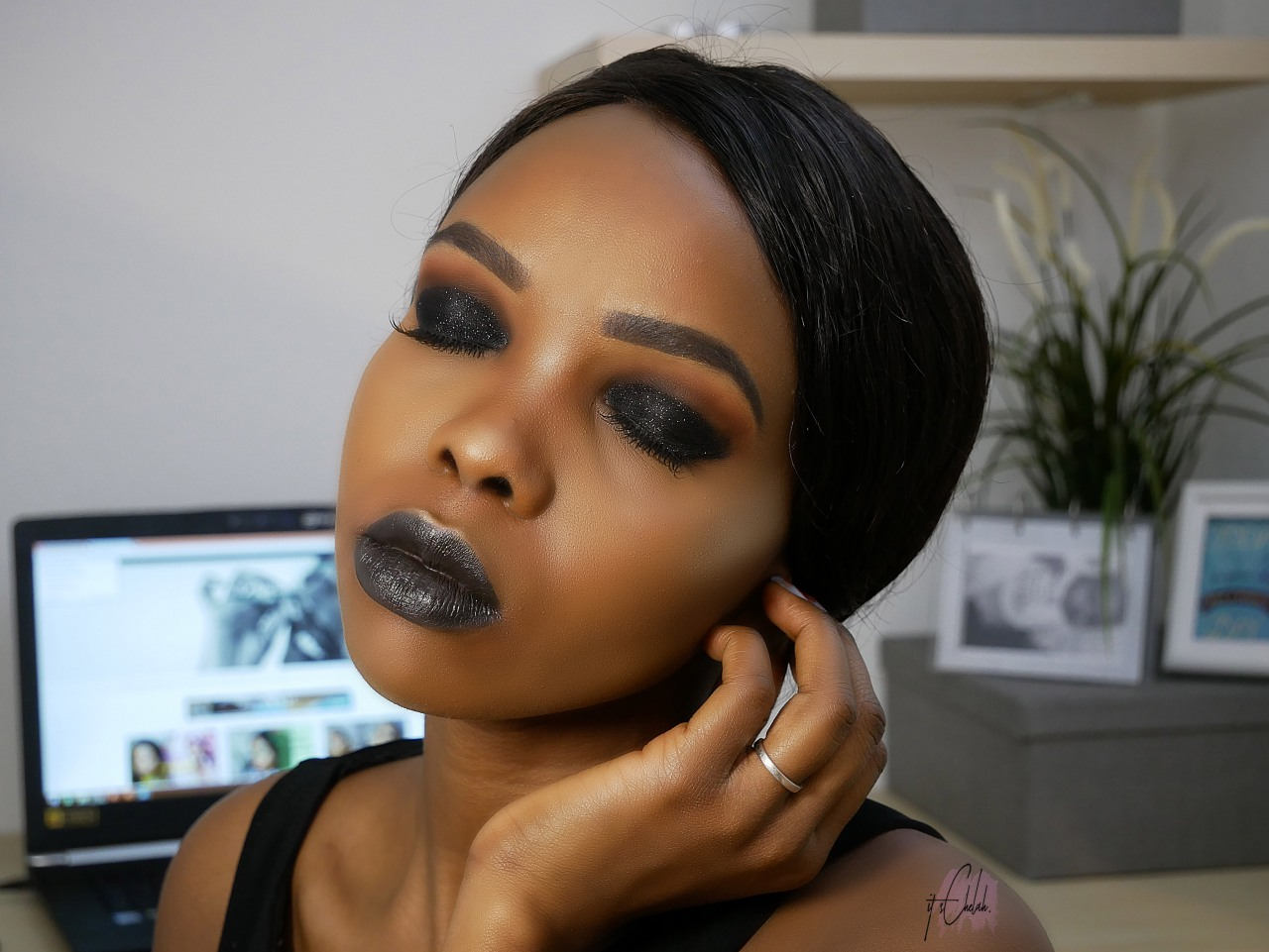 SULTRY BLACK | Glitter Black smokey eyeshadow with Black lipstick